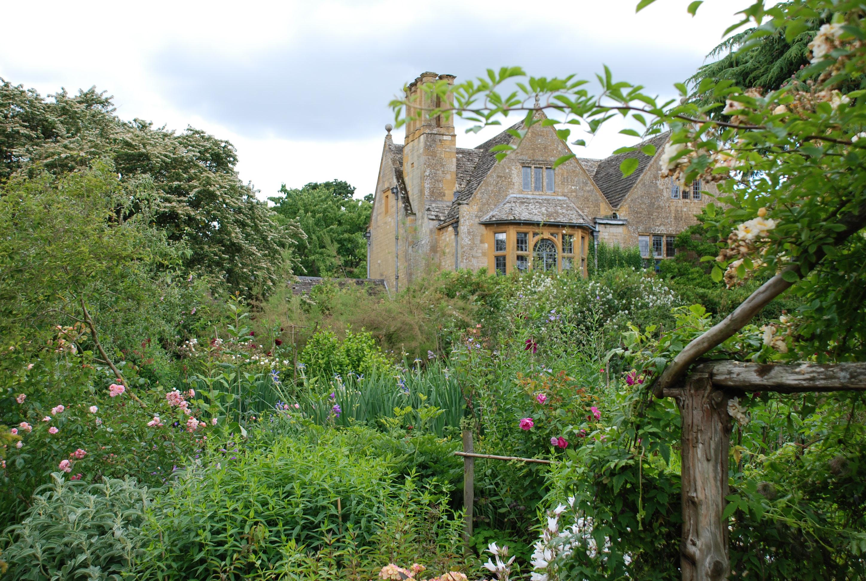 2016. England, arts- & crafts-trädgårdar & Downton Abbeys slott och trädgård!